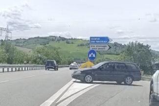 auto contromano superstrada tolentino (3)