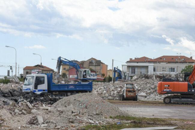 demolizione-ex-liceo-scientifico-civitanova-FDM-1-650x433