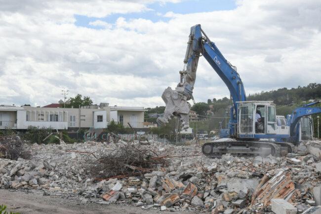 demolizione-ex-liceo-scientifico-civitanova-FDM-2-650x433