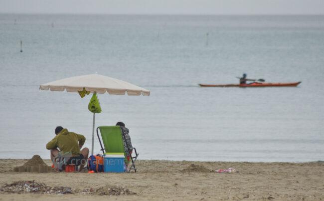 domenica-di-pioggia-spiaggia-lungomare-centro-civitanova-FDM-1-650x403