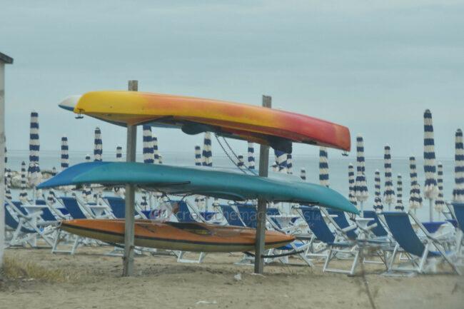 domenica-di-pioggia-spiaggia-lungomare-centro-civitanova-FDM-10-650x433