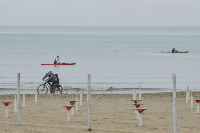 domenica-di-pioggia-spiaggia-lungomare-centro-civitanova-FDM-6-650x433