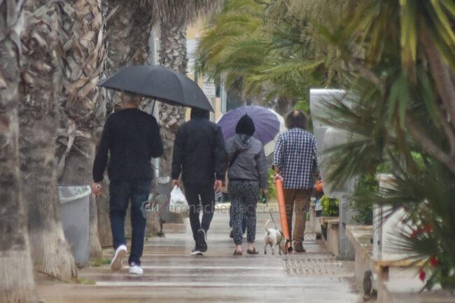 domenica-di-pioggia-spiaggia-lungomare-centro-civitanova-FDM-8-650x433