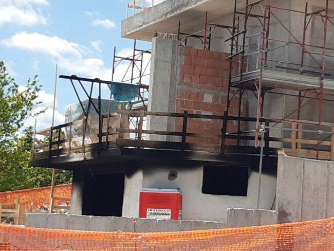 incendio-cantiere-officina-gagliole-castelraimondo-1-650x488