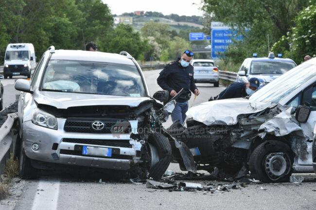 incidente-auto-contromano-in-superstrada-morrovalle-FDM-6-650x433