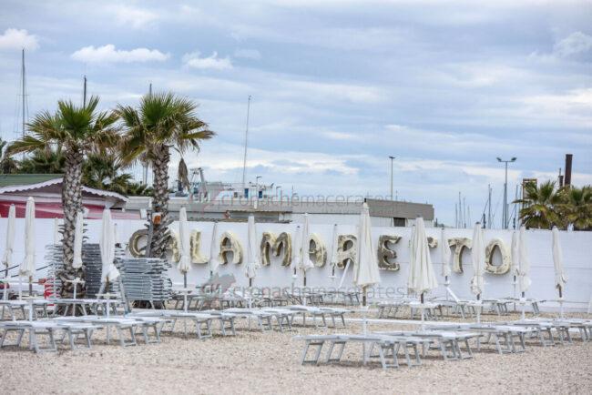 preparativi-balneari-estate-2021-ombrelloni-civitanova-5-650x434