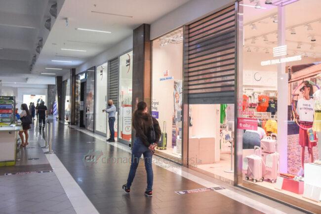 protesta-chiusura-serrande-negozi-cuore-adriatico-civitanova-FDM-2-650x434
