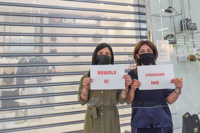 protesta-chiusura-serrande-negozi-cuore-adriatico-civitanova-FDM-8-650x434