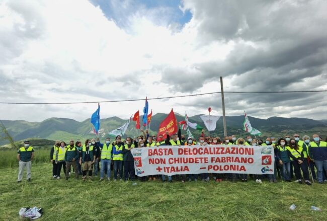 protesta-elica-giro-ditalia1-650x439