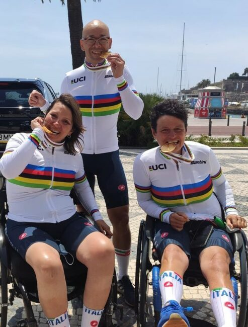 Giorgio-con-altre-atlete-azzurre-da-podio