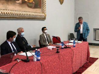 Intervento-al-Tavolo-del-sindaco-di-Tolentino-e-presidente-ass.-Via-Lauretana-Giuseppe-Pezzanesi
