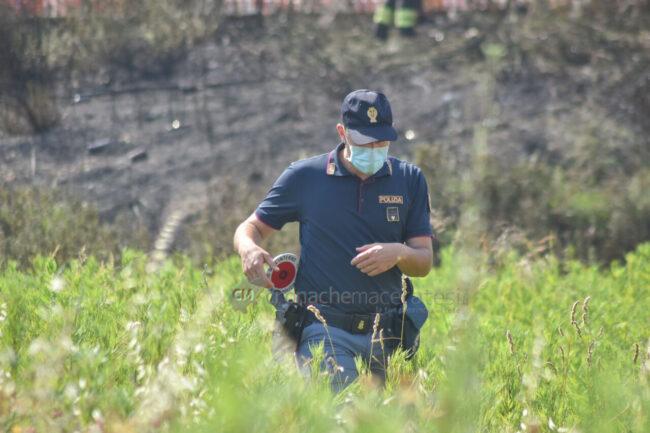 incendio-sterpaglie-via-carducci-polizia-civitanova-FDM-7-650x433