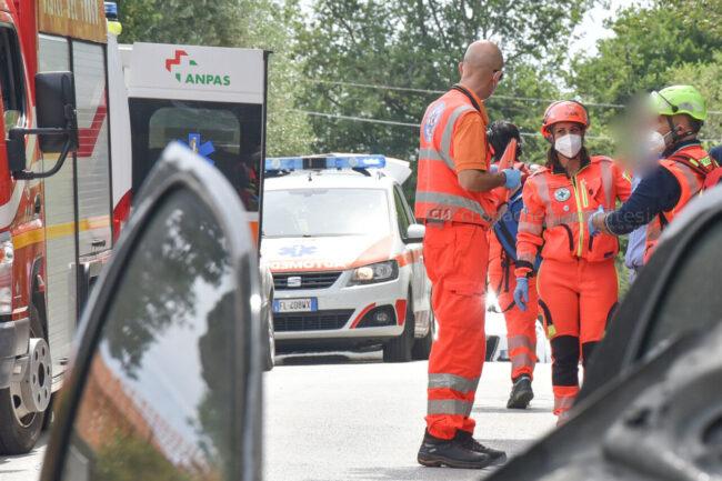 incidente-scontro-incendio-auto-via-del-castellaro-civitanova-FDM-1-650x433
