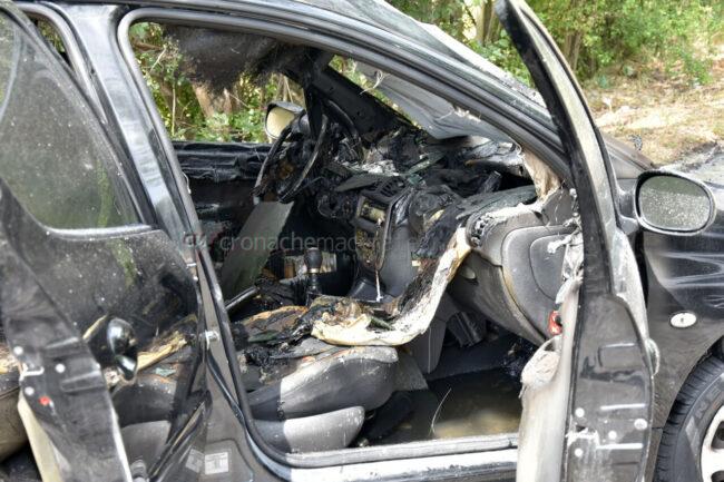 incidente-scontro-incendio-auto-via-del-castellaro-civitanova-FDM-3-650x433