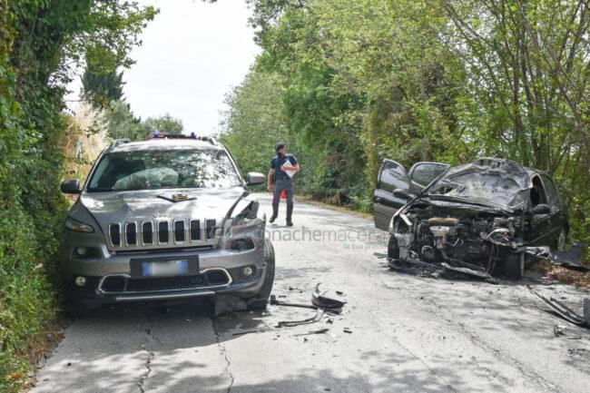 incidente-scontro-incendio-auto-via-del-castellaro-civitanova-FDM-5-650x433