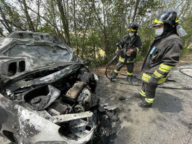 incidente-scontro-incendio-auto-via-del-castellaro-civitanova-FDM-6-650x488