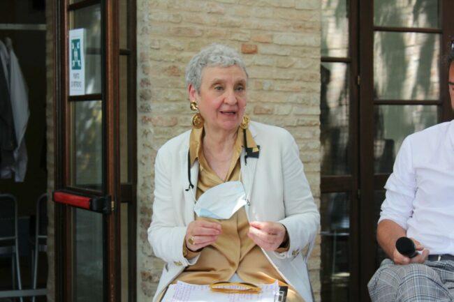 Cinzia-Maroni-Aperitivi-culturali-2021-MR-650x433