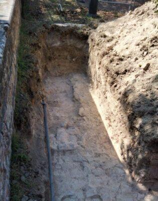 Le-mura-venute-alla-luce-nel-corso-dei-lavori-alla-Rocca-dei-Borgia-a-Camerino