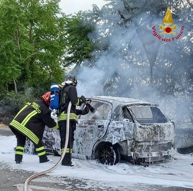 incendio-auto-sforzacosta-1-e1626370754830-650x643