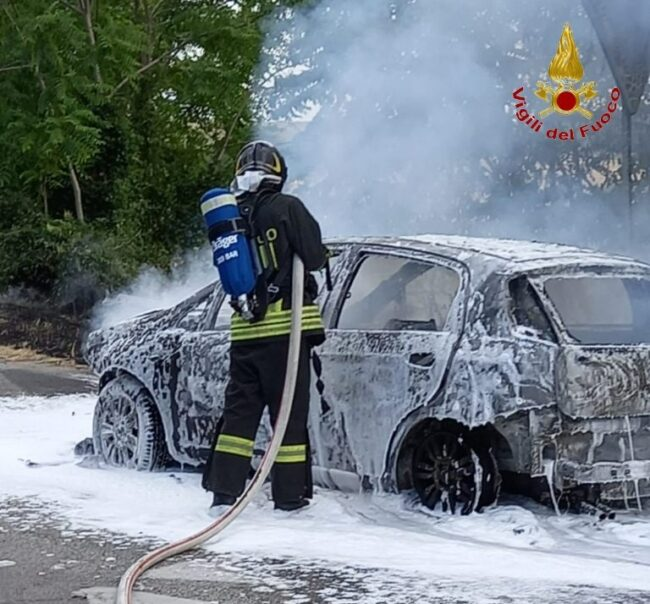 incendio-auto-sforzacosta-2-e1626370740913-650x604