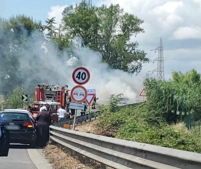 incendio-auto-superstrada