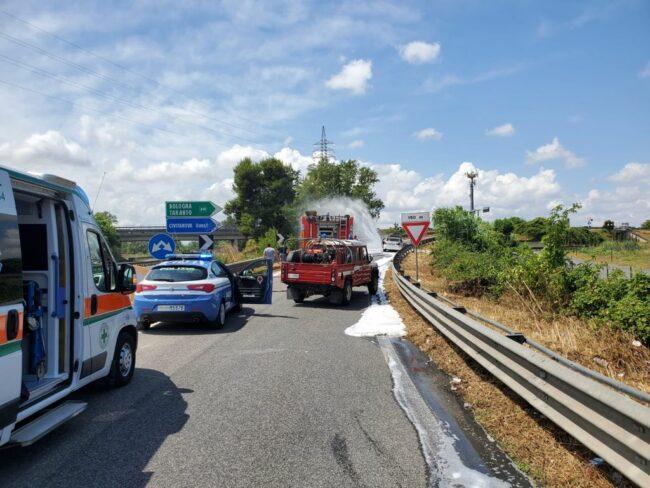 incendio-auto-superstrada4-650x488