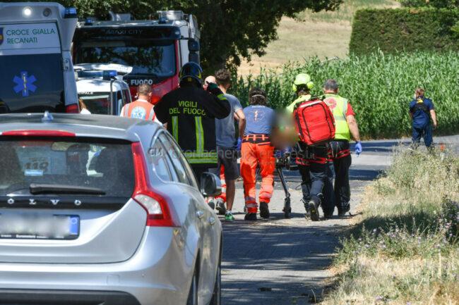 incidente-auto-fuoristrada-eliambulanza-recanati-FDM-1-650x433
