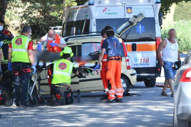 incidente-auto-fuoristrada-eliambulanza-recanati-FDM-2-650x433