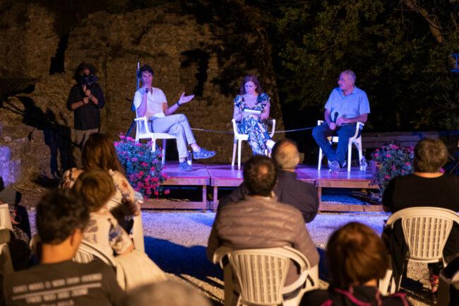 ll-Castello-a-Montalto-di-Cessapalombo-con-il-fotografo-Fabiano-Ventura-e-il-giornalista-Stefano-Ardito