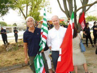 protesta-boost7-Alessandro-Gay-e-Biagio-Liberati-segretari-generali-Fistel-Cisl-Marche-e-Sic-Cgil-Macerata-325x244