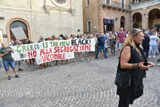 protesta_contro_vaccini-2-650x433