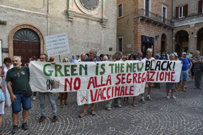 protesta_contro_vaccini-6-650x433