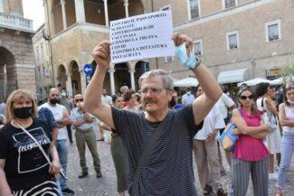 protesta_contro_vaccini-7-325x217