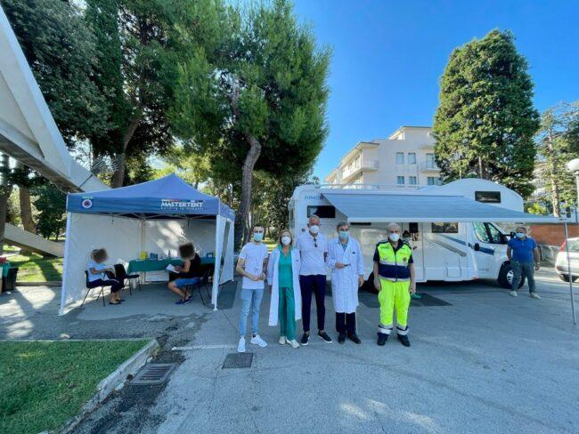 camper-vaccinale-civitanova-2-650x488
