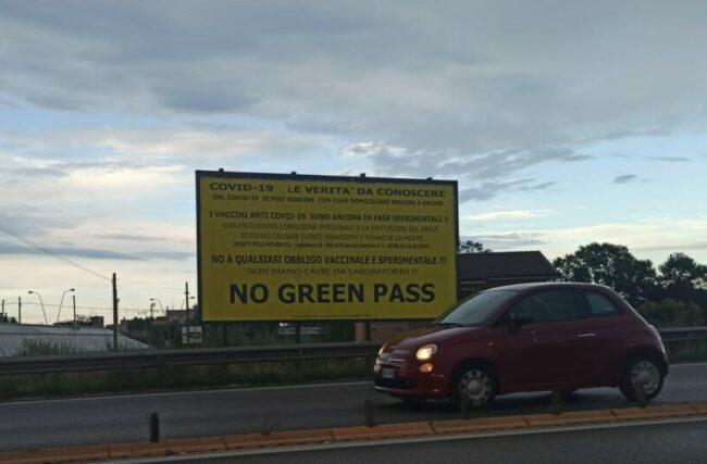 manifesto-no-green-pass-1-e1630431216808-650x427