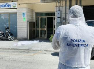 uomo-caduto-dal-terrazzo-polizia-scientifica-via-calatafimi-civitanoova-2-325x238