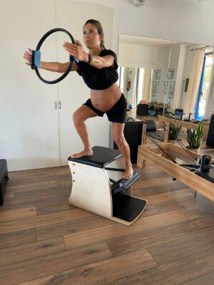 Esercizi-di-Pilates-Mamma-con-Sara-Crognaletti-di-Centro-Physiolab-2-300x400