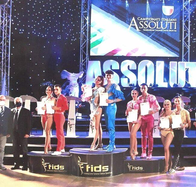 Filippo-Brugnola-e-Alice-Zanconi-primi-classificati-nella-categoria-anni-16_18-650x619
