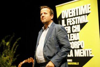 Sindaco-Mauro-Romoli-al-teatro-Verdi_Anteprima-Pollenza-Overtime-Festival-2021-325x217