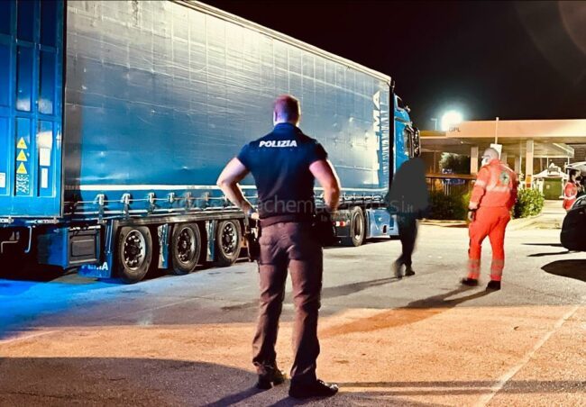 afgani-camion-dogana-civitanova-1-650x452
