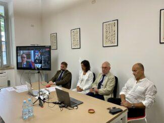 ambasciatore-Luca-Ferrari-in-collegamento.-Al-tavolo-da-sinistra-Federico-Antonelli-Francesca-Spigarelli-Luigi-Lacchè-Giorgio-Trentin