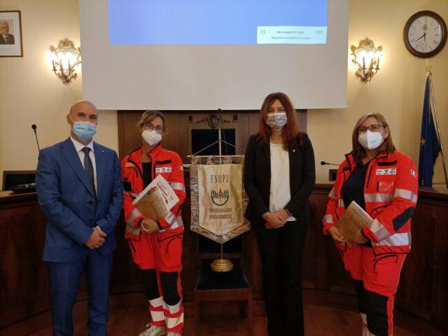 la-presidente-FNOPI-Barbara-Mangiacavalli-col-presidente-OPI-Macerata-Sandro-Di-Tuccio-e-due-rappresentanti-CIVES-Macerata