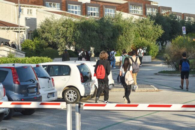 primo-giorno-di-scuola-via-mandela-civitanova-2-650x434