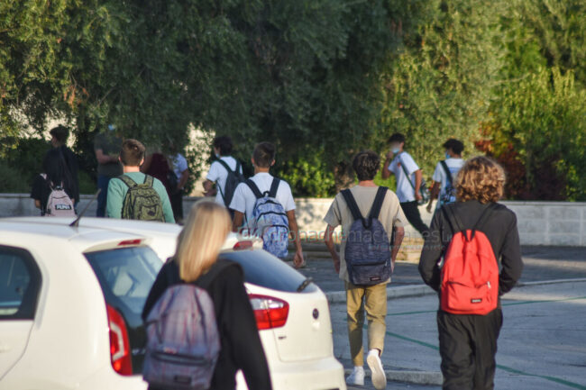 primo-giorno-di-scuola-via-mandela-civitanova-3-650x433