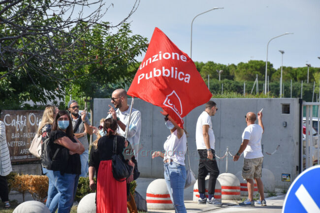 protesta-sindacati-kos-santo-stefano-potenza-picena-ppp-FDM-2-650x433