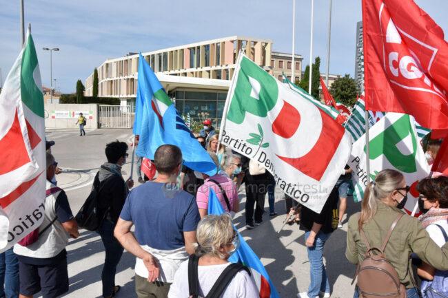 protesta-sindacati-kos-santo-stefano-potenza-picena-ppp-FDM-3-650x433