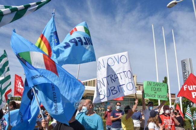 protesta-sindacati-kos-santo-stefano-potenza-picena-ppp-FDM-4-650x433