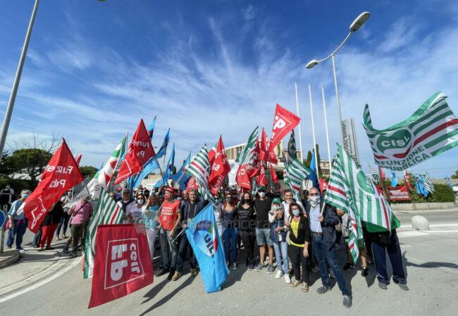 protesta-sindacati-kos-santo-stefano-potenza-picena-ppp-FDM-6-650x449