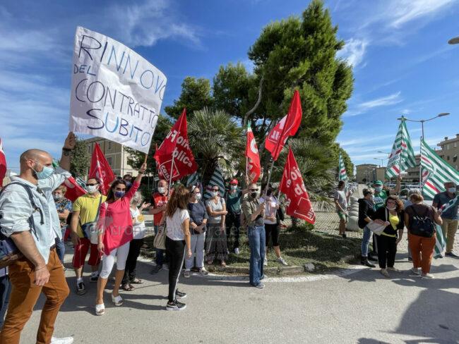 protesta-sindacati-kos-santo-stefano-potenza-picena-ppp-FDM-7-650x488