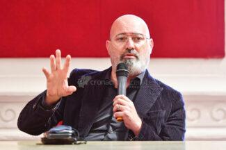 presentazione-libro-bonaccini-zallocco-aula-magna-comune-recanati-FDM-9-325x216